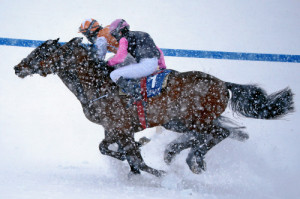 ST. MORITZ, 15FEB15 - Impression vom 'GP Christoffel Bau Trophy', einem Flachrennen ueber 1600 m, anlaesslich des 2. Renntages von White Turf in St. Moritz am 15. Februar 2015.  Impression of the White Turf St. Moritz, the famous international horse races take place on the frozen lake of St. Moritz, Switzerland, February 15, 2015.   swiss-image.ch/Photo Andy Mettler