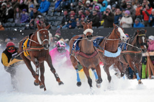 ST. MORITZ, 22FEB15 - Acteur de l'Ecu (L) mit Erich Bottlang und Painted Blue (M) mit Valeria Holinger im 'Grand Prix Credit Suisse', einem Skikjoering Rennen ueber 2700 m, anlaesslich des 3. Renntages von White Turf in St. Moritz am 22. Februar 2015.  Impression of the White Turf St. Moritz, the famous international horse races take place on the frozen lake of St. Moritz, Switzerland, February 22, 2015.  swiss-image.ch/Photo Andy Mettler